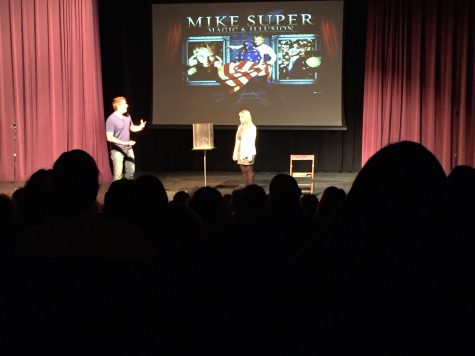 Magician enthralls audience