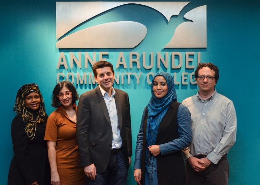 Dean Obeidallah & Negin Farsad pose for a group photo with AACC staff.