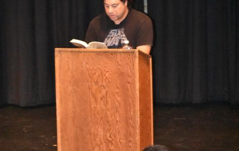 Alumnus writer presents latest book