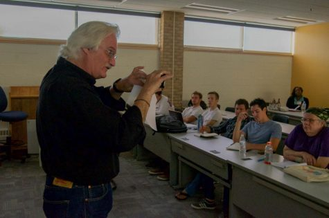 Students learn to shoot videos on smartphone