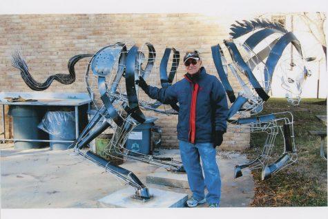 Big metal horse loses head; waits for repair