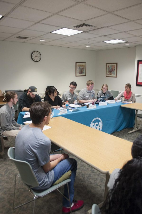 SGA members say monthly mandatory Advisory Council meeting attendance is low