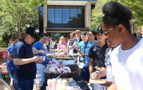 CAB hosts cookout on the Quad during Welcome Week