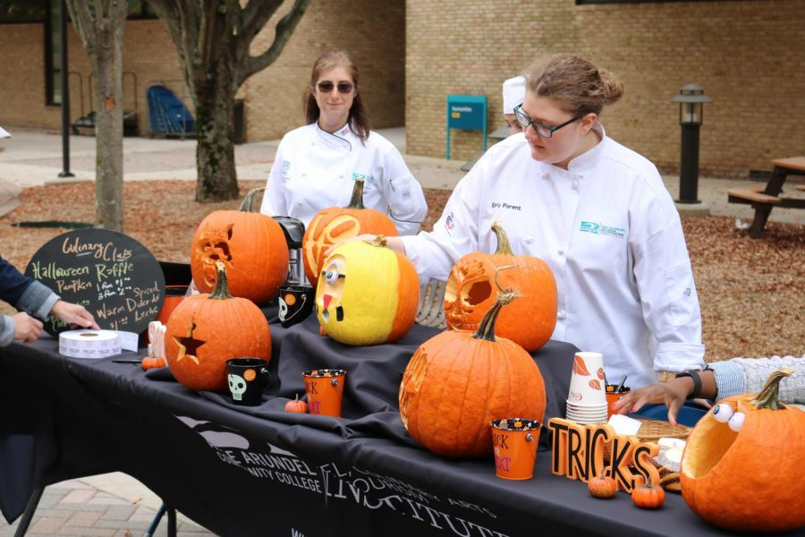 Club+adviser+Carrie+Svoboda+and+second-year+culinary+student+Emily+Parent+arrange+pumpkins+at+today%27s+culinary+event.+