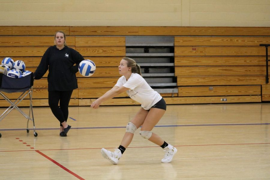 Sylvia+Frye%2C+a+first-year+ultrasound+technician+student%2C+plays+volleyball+in+the+fall+and+softball+in+the+spring.+She+is+one+of+three+Riverhawks+who+play+dual+sports.