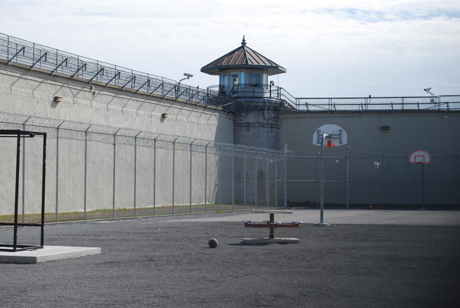 AACC faculty teach business and entrepreneurship classes at Jessup Correctional Insti-tution, similar to the prison pictured above.