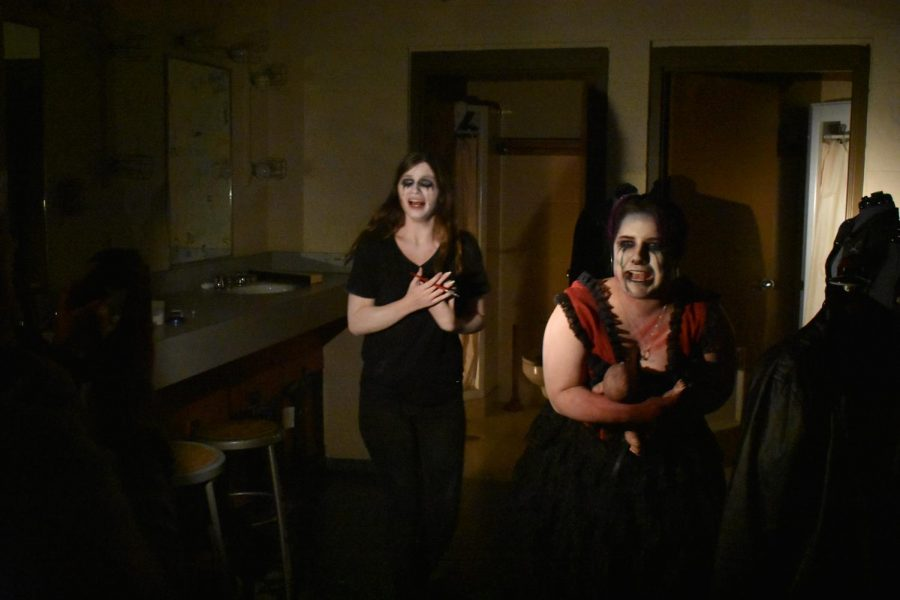 Actors+try+to+scare+students+as+they+walk+through+the+haunted+theater.+