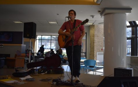 J8ke performs for students in the SUN Dining Hall.