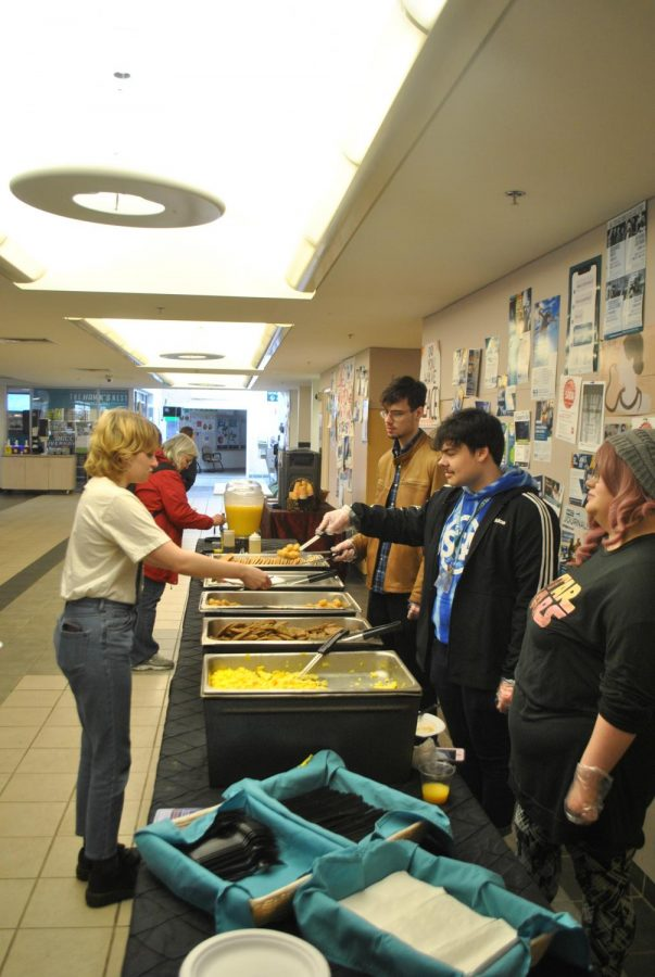 Students get breakfast at the Meet and Greet.