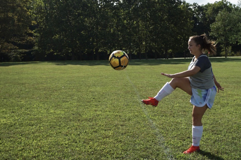 Womens+soccer+defense%2Fmidfield+player+Sydney+Klabnik+practices+on+a+grassy+field+near+the+baseball+diamond+while+the+college+replaces+the+turf+at+Siegert+Stadium.